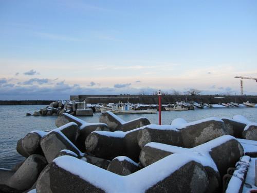 雪の姫川漁港